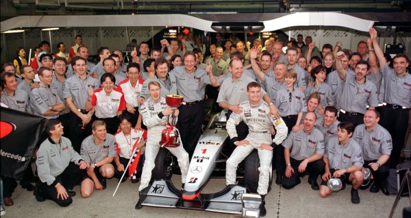 Japanese Grand Prix.Suzuka, Japan.30/10-1/11 1998.The McLaren Mercedes-Benz team celebrate clinching the Constructors Championship with the new Mika Hakkinen and David Coulthard.World Copyright - Steve Etherington/LAT Photographic