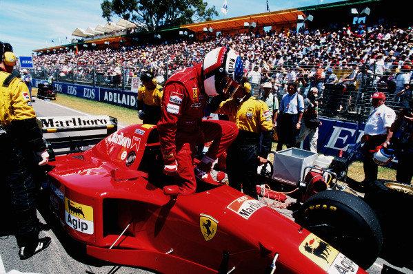 1995 Australian Grand Prix. Adelaide, Australia. 10-12 November 1995. Jean Alesi (Ferrari 412T2) gets ready for the start. Ref-95 AUS 11. World Copyright - LAT Photographic