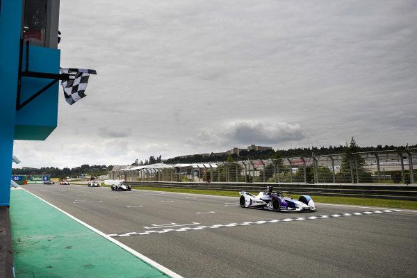 Race winner Jake Dennis (GBR), BMW I Andretti Motorsport, BMW iFE.21 crosses the finish line