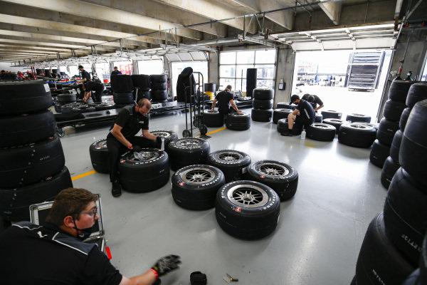 #12: Will Power, Team Penske Chevrolet, Crew