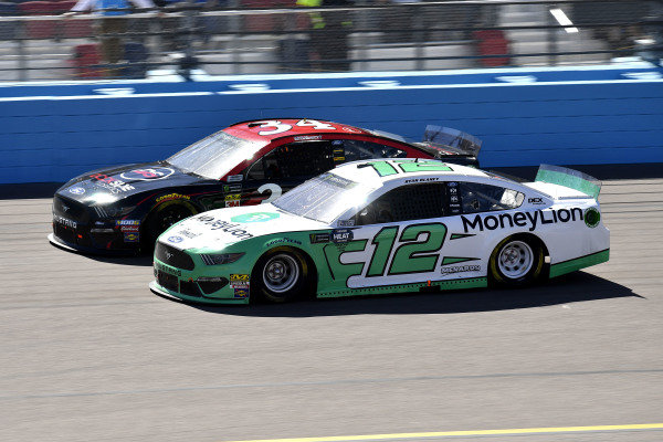 #12: Ryan Blaney, Team Penske, Ford Mustang MoneyLion and #34: Michael McDowell, Front Row Motorsports, Ford Mustang Dockside Logistics