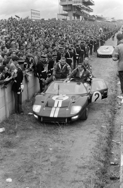 Bruce McLaren / Chris Amon, Shelby American Inc., Ford Mk II, after the race.
