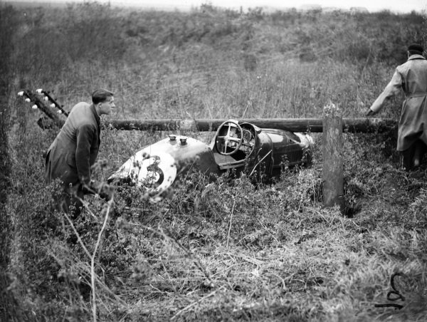 R. L. 'Jack' Duller's Bugatti Type 35B after its crash during the Senior Long handicap. The driver escaped with bruises.