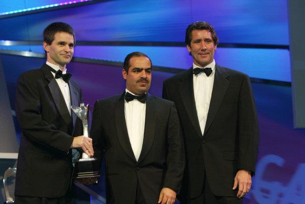 2004 Autosport AwardsGrosvenor House, London, England. 5th December.Shaikh Fawaz bin Mohammed Al Khalifa presents the Pioneering and Innovation Award to Tony George and Dr John Reid.World Copyright: LAT Photographicref: Digital Image Only