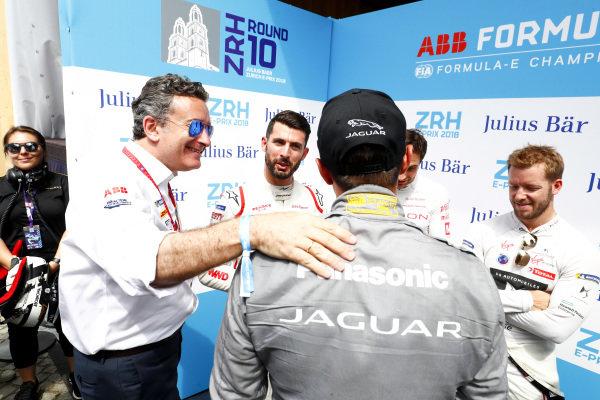 Alejandro Agag, CEO, Formula E, congratulates Mitch Evans (NZL), Panasonic Jaguar Racing, Jaguar I-Type II, on his pole postion.