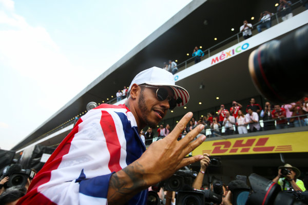 Autodromo Hermanos Rodriguez, Mexico City, Mexico. Sunday 29 October 2017. Lewis Hamilton, Mercedes AMG, with Union flag across his shoulders, holds four fingers up in celebration of becoming the first British 4 times world champion in history. World Copyright: Charles Coates/LAT Images  ref: Digital Image DJ5R7907
