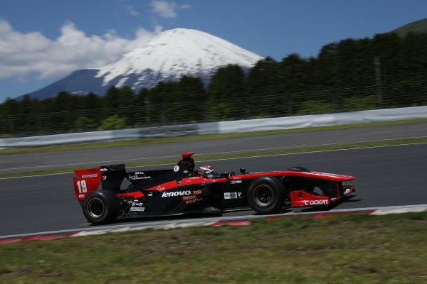 2014 Super Formula Series. Fuji, Japan. 17th - 18th May 2014. Rd 2. Race 1 - Winner Joao Paulo de Oliveira ( #19 Lenovo TEAM IMPUL SF14 ) action World Copyright: Yasushi Ishihara / LAT Photographic. Ref: 2014SF_Rd2_004.JPG