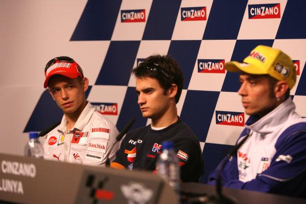 Circuit de Catalunya, Barcelona, Spain.5th June 2008.Casey Stoner checks out Dani Pedrosa and Valentino Rossi in the press conference.World Copyright: Martin Heath / LAT Photographicref: Digital Image Only