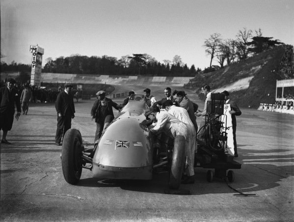 Brooklands, England. April 1928.Malcolm Campbell in Bluebird at Brooklands, action. World Copyright: LAT Photographic.Ref:  Autocar Glass Plate A9445.
