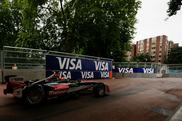 2014/2015 FIA Formula E Championship. London ePrix, Battersea Park, London, United Kingdom. Sunday 28 June 2015 Karun Chandhok (IND)/Mahindra Racing - Spark-Renault SRT_01E  Photo: Zak Mauger/LAT/Formula E ref: Digital Image _L0U0188