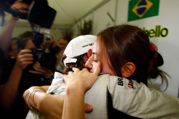 Albert Park, Melbourne, Australia 29th March 2009. Jenson Button, Brawn GP BGP001 Mercedes, 1st position, celebrates with his girlfriend Jessica Michibata. Portrait. Glamour.  World Copyright: Charles Coates/LAT Photographic ref: Digital Image _26Y0884