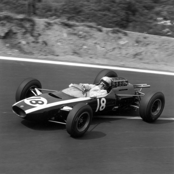 1965 French Grand Prix.Charade, Clermont-Ferrand, France.25-27 June 1965.Bruce McLaren (Cooper T77), retired, action.World Copyright - LAT Photographic.Ref: 29633