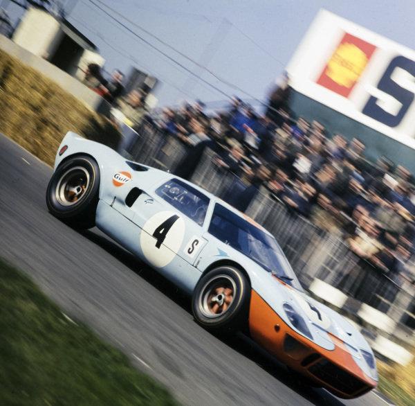 Jacky Ickx / Brian Redman, J.W.Automotive Engineering, Ford GT40.