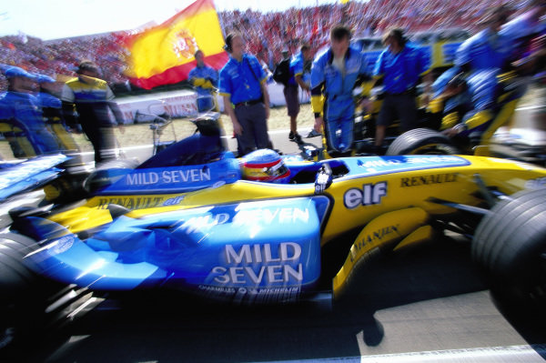 Fernando Alonso, Renault R23B, on the grid.