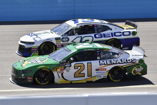 #21: Paul Menard, Wood Brothers Racing, Ford Mustang Menards / Quaker State and #13: Ty Dillon, Germain Racing, Chevrolet Camaro GEICO