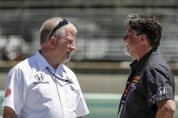 Rob Edwards and Michael Andretti (R)
