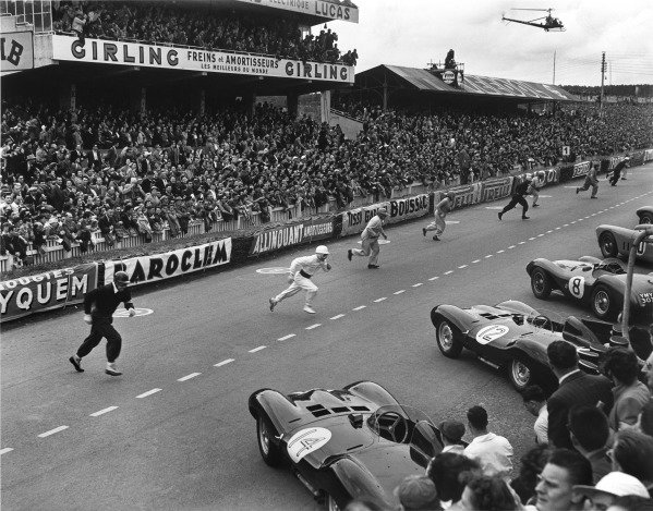 Le Mans, France. 12th - 13th June 1954.The start of the race where the drivers run to their cars on the grid, action. World Copyright: LAT Photographic.Ref: Autocar Glass Plate C39233