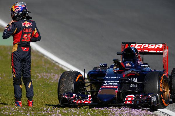 2015 F1 Pre Season Test 1 - Day 1 Circuito de Jerez, Jerez, Spain. Sunday 1 February 2015. Carlos Sainz Jr, Toro Rosso STR10 Renault, parked on the side of the track. World Copyright: Glenn Dunbar/LAT Photographic. ref: Digital Image _W2Q7886