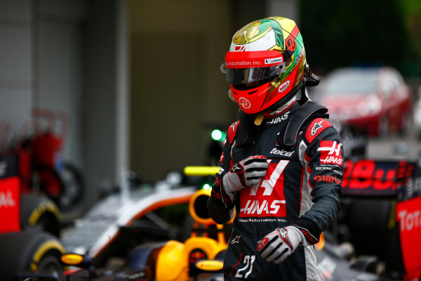 Suzuka Circuit, Japan. Saturday 8 October 2016. Esteban Gutierrez, Haas F1, in Parc Ferme after Qualifying. World Copyright: Andrew Hone/LAT Photographic ref: Digital Image _ONY5220