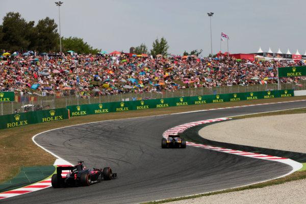 2015 GP2 Series Round 2. Circuit de Catalunya, Barcelona, Spain. Sunday 10 May 2015. Alex Lynn (GBR, DAMS) leads Stoffel Vandoorne (BEL, ART Grand Prix). Photo: Zak Mauger/GP2 Series Media Service. ref: Digital Image _MG_7393