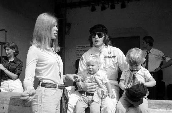 The family Stewart, wife Helen, Jackie and the two boys  Paul and Mark in the pits Italian GP, Monza, 8 September 1969
