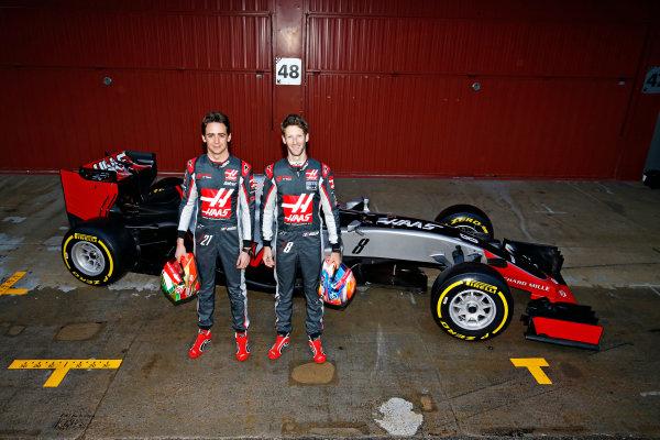 Circuit de Catalunya, Barcelona, Spain Monday 22 February 2016. Romain Grosjean, Haas F1, and Esteban Gutierrez, Haas F1, unveil the Haas VF-16 Ferrari. World Copyright: Sam Bloxham/LAT Photographic ref: Digital Image _SBL3842