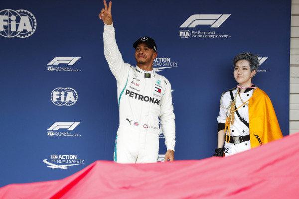 Pole position winner Lewis Hamilton, Mercedes AMG F1, celebrates.