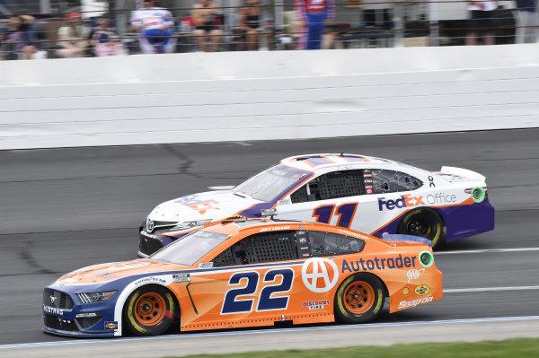#22: Joey Logano, Team Penske, Ford Mustang Autotrader, #11: Denny Hamlin, Joe Gibbs Racing, Toyota Camry FedEx Office
