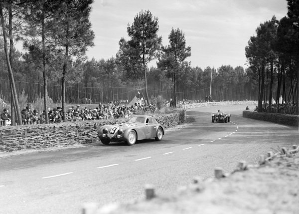 Raymond Sommer / Clemente Biondetti, Alfa Romeo 8C 2300B Touring, leads Philippe Etancelin / Luigi Chinetti, Talbot T26 SS.