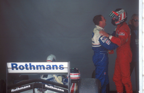 1994 Australian Grand Prix.Adelaide, Australia.11-13 November 1994.Gerhard Berger (Ferrari) 2nd position congratulates Nigel Mansell (Williams Renault) on his win.Ref-94 AUS 10.World Copyright - LAT Photographic