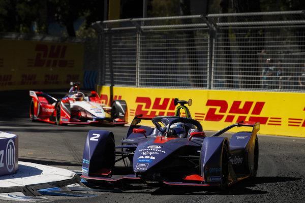 Sam Bird (GBR), Envision Virgin Racing, Audi e-tron FE05 leads Pascal Wehrlein (DEU), Mahindra Racing, M5 Electro