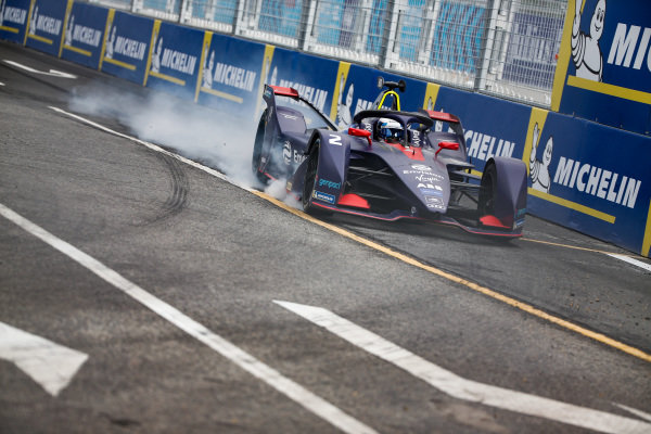 Sam Bird (GBR), Envision Virgin Racing, Audi e-tron FE05, locks up a wheel.