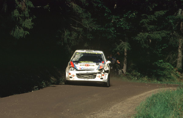WRC Neste Rally of Finland 200017th - 20th August 2000. Rd 9/13.Carlos Sainz's damaged Ford Focus in action.Photo:McKlein/LATRef 35mm A07