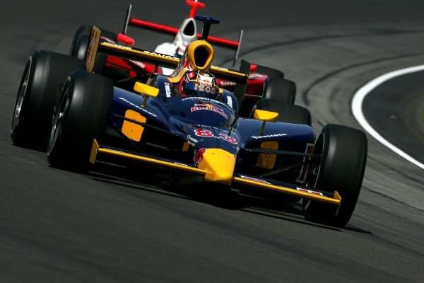 Patrick Carpentier (CAN) Red Bull Cheever Racing Dallara Toyota, and Scott Dixon (NZL), Target Ganassi Racing Panoz Toyota, race in the Indianapolis 500.IRL IndyCar Series, Rd5, 89th Indianapolis 500, Indianapolis Motor Speedway, Indianapolis, USA. 29 May 2005.DIGITAL IMAGE