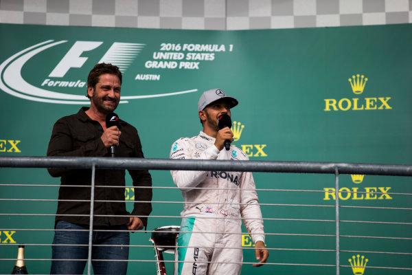 Circuit of the Americas, Austin Texas, USA. Sunday 23 October 2016. Gerard Butler and Lewis Hamilton, Mercedes AMG, 1st Position, on the podium. World Copyright: Sam Bloxham/LAT Photographic ref: Digital Image _SLA2671_1