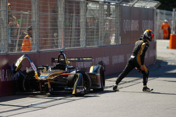 2016/2017 FIA Formula E Championship. Qatar Airways Paris ePrix, France. Saturday 20 May 2017. Jean-Eric Vergne (FRA), Techeetah, Spark-Renault, Renault Z.E 16, walks away after crashing. Photo: Steven Tee/LAT/FIA Formula E ref: Digital Image _R3I4481