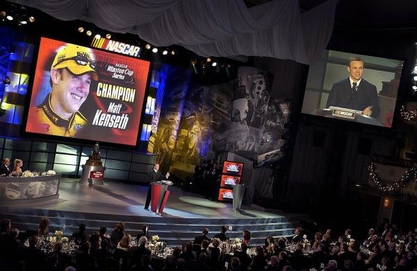 2003 NASCAR Winston Cup Series champion Matt Kenseth (USA) speaks at the awards dinner.