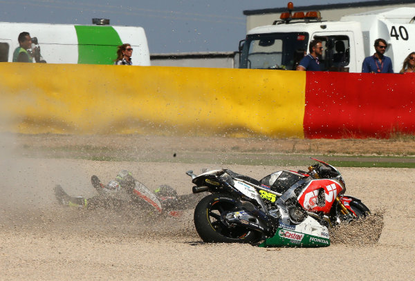 2017 MotoGP Championship - Round 14 Aragon, Spain. Sunday 24 September 2017 Cal Crutchlow, Team LCR Honda crash World Copyright: Gold and Goose / LAT Images ref: Digital Image 14163