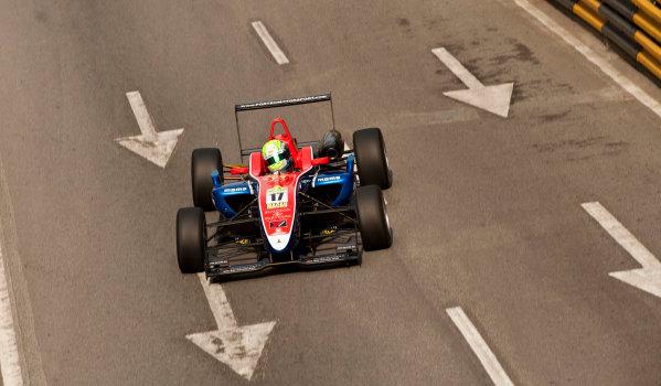 Formula Three. 16th - 19th November 2011. Circuit de Guia, Macau. William Buller, Fortec Motorsport. Action. World Copyright: Drew Gibson/LAT Photographic. ref: Digital Image _Y2Z6295