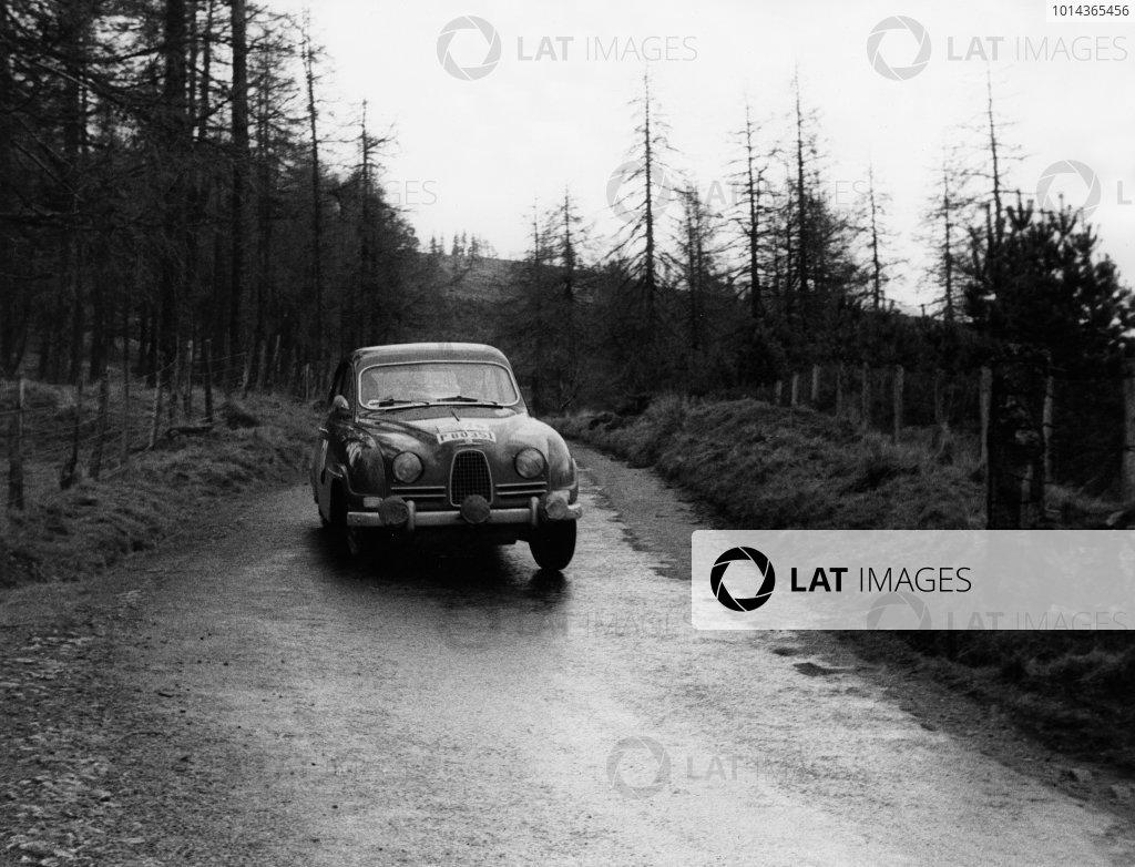 1960 RAC Rally of Great Britain.  21st - 26th November 1960. Erik Carlsson / Stuart Turner (Saab 96), 1st position, action. World Copyright: LAT Photographic.  Ref:  8905.