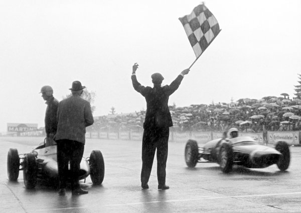 1961 German Grand Prix.Nurburgring, Germany. 6 August 1961.Stirling Moss (Lotus 18/21-Climax), 1st position, crosses the line. Ref-B&W Print, 40mb RGB scan.World Copyright: LAT Photographic