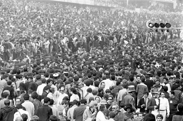 1969 Le Mans 24 HoursLe Mans, France. June 1969.Crowd Scenes.World Copyright: LAT Photographicref: B&W Neg no. L69/618/33A