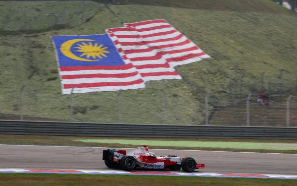 2005 Malaysian Grand Prix - Sunday Race, Sepang, Kuala Lumpur. Malaysia. 20th March 2005 Jarno Trulli, Toyota TF105, action.World Copyright: Steve Etherington/LAT Photographic ref: 48mb Hi Res Digital Image Only