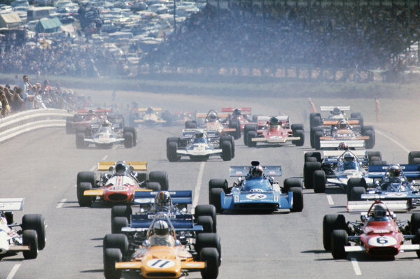 1971 South African Grand Prix.  Kyalami, South Africa. 4-6th March 1971.  View of the main pack at the start with Denny Hulme, McLaren M19A Ford, Mario Andretti, Ferrari 312B, François Cevert, Tyrrell 002 Ford, Chris Amon, Matra MS120, Dave Charlton, Brabham BT33 Ford, and Jackie Stewart, Tyrrell 001 Ford.  Ref: 71SA15. World Copyright: LAT Photographic