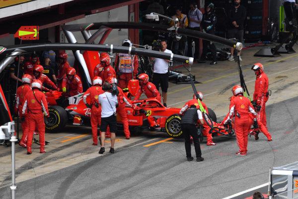 Kimi Raikkonen (FIN) Ferrari SF-71H retires from the race