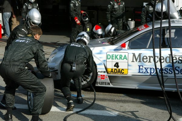 The HWA crew working on one of the front wheels during a pitstop of Christijan Albers (NED), Express-Service AMG-Mercedes, Mercedes-Benz CLK-DTM. DTM Championship, Rd 8, A1-Ring, Austria. 07 September 2003. DIGITAL IMAGE