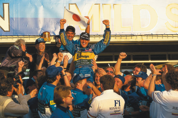 Tanaka International, Aida, Japan.20-22 October 1995.Michael Schumacher (Benetton Renault) 1st position, celebrating with Flavio Briatore and the team.Ref-95 PAC 04.World Copyright - LAT PhotographicPlease Note: This image is available as a 30mb+ CMYK Tiff scan upon request.