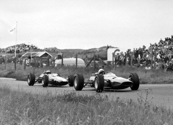 1965 Dutch Grand Prix.Zandvoort, Holland. 18 July 1965.Lorenzo Bandini, Ferrari 158, 9th position, leads Mike Spence, Lotus 25-Climax, 8th position, action.World Copyright: LAT PhotographicRef: Autocar b&w print