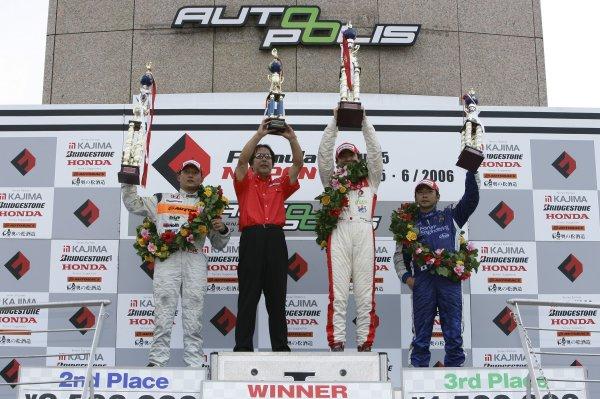 2006 Formula Nippon Championship Autopolis, Japan. 5th - 6th August 2006 Race podium - winner Tsugio Matsuda (mobilecast IMPUL) 1st position, Toshihiro Kaneishi (ARTA) 2nd position and Tatsuya Kataoka (Team LeMans) 3rd position. World Copyright: Yasushi Ishihara / LAT Photographic ref: Digital Image 2006FN_R5_009