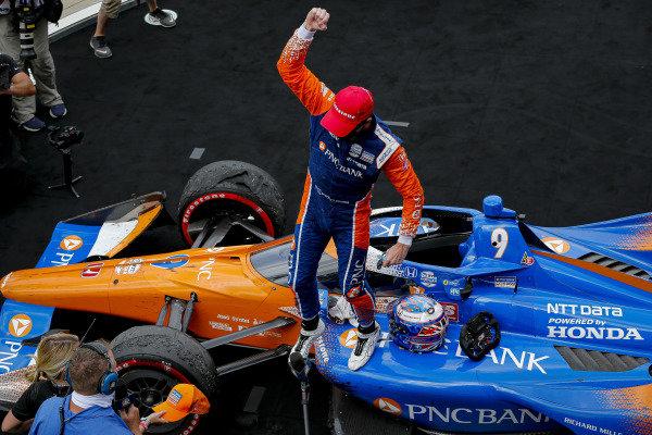 #9: Scott Dixon, Chip Ganassi Racing Honda celebrates